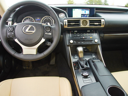 Интерьер Lexus IS 250